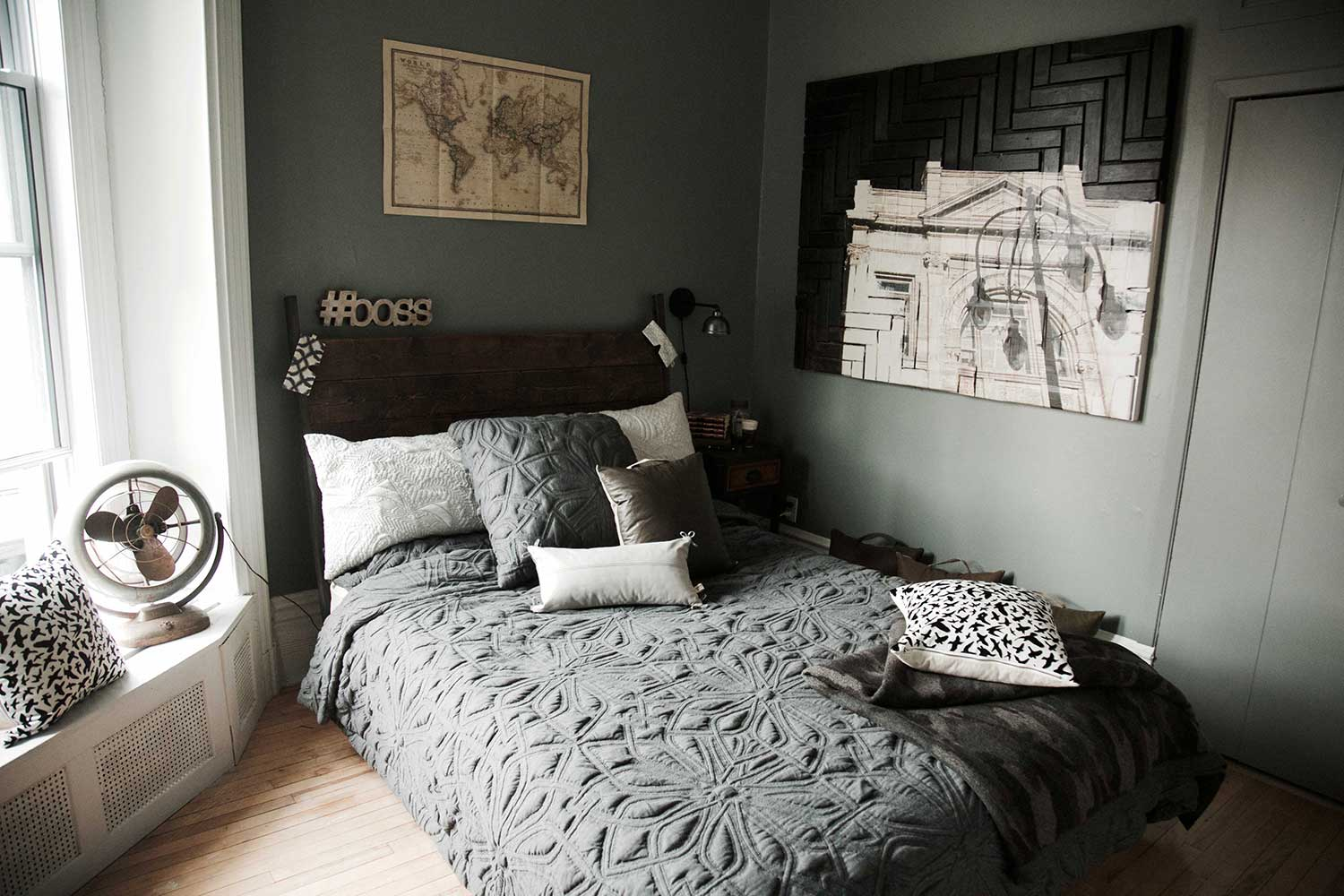 chambre a coucher de style industriel bigarade. Black Bedroom Furniture Sets. Home Design Ideas