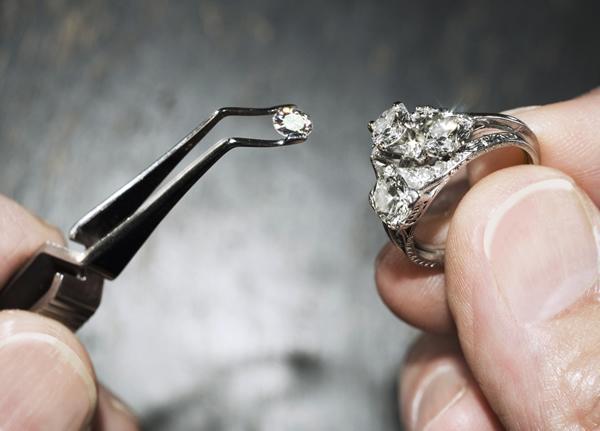 Fabrication d'une bague avec des diamants