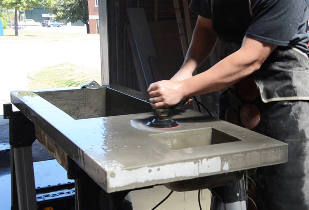 Polishing of the concrete worktop