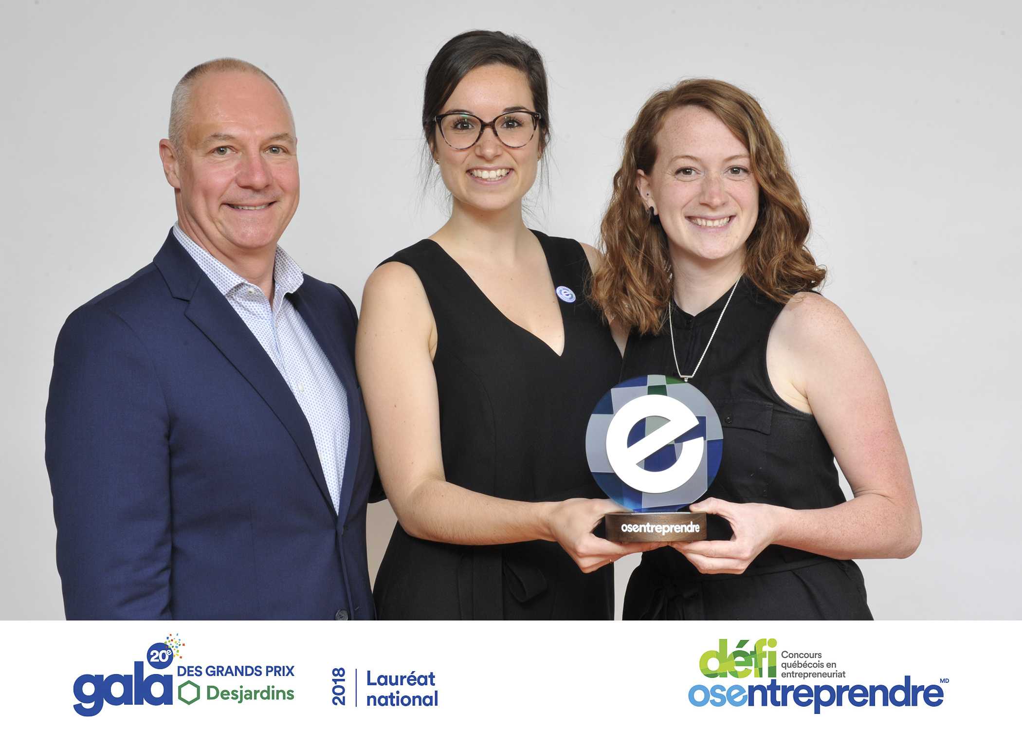 Elizabeth et Valérie avec le 2e prix Innovation technologique et technique
