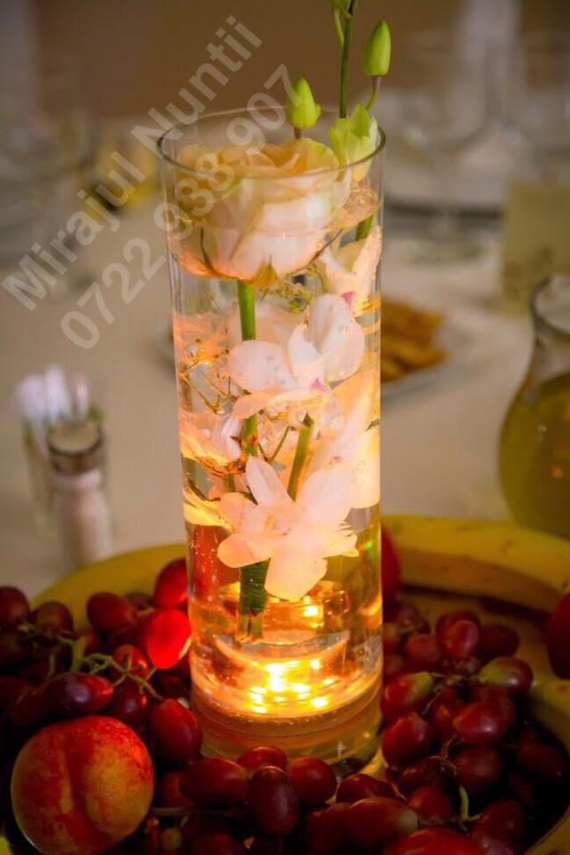 Vaze cilindru cu aranjamente florale