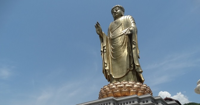 Chinese Buddhist art: giant Buddha statue, Spring Temple Buddha