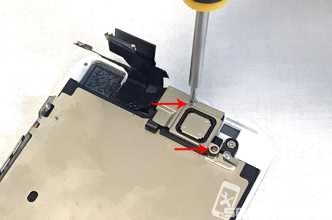 Remove the two screws. Top left is longer is the longest.