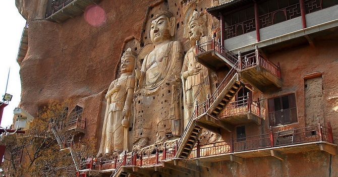 Chinese Buddhist art: Buddha statue in Maijishan Grottoes
