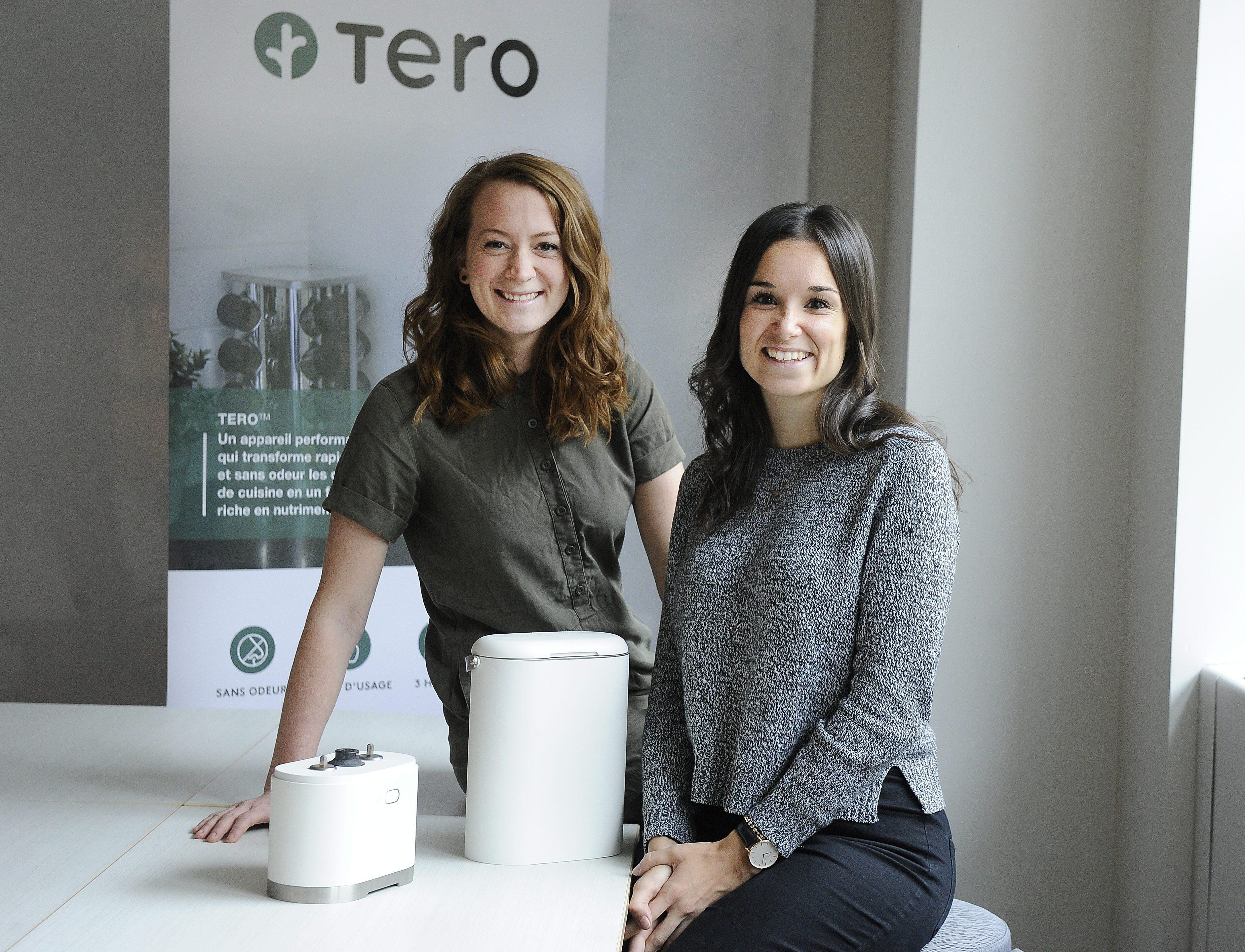 Valérie et Elizabeth avec le premier design de l'appareil Tero