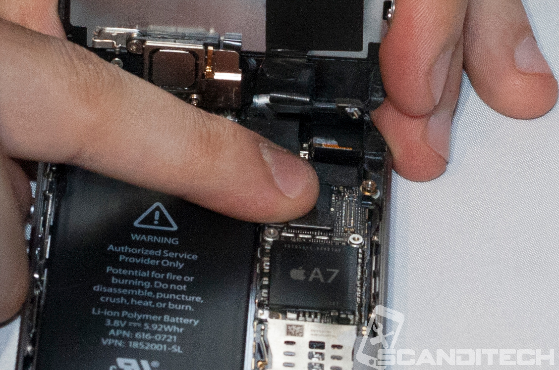 iPhone 5S/5C battery replacement guide - Reconnecting LCD cable