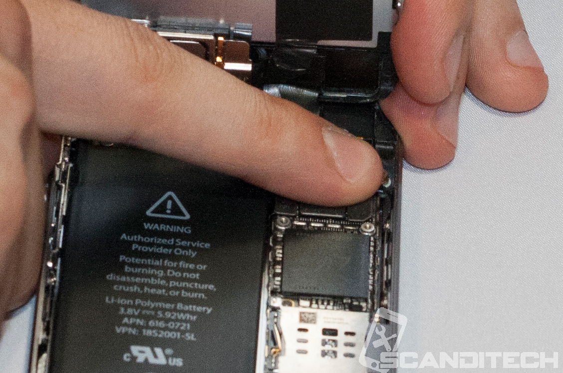 iPhone 5S/5C battery replacement guide - reconnecting speaker cable