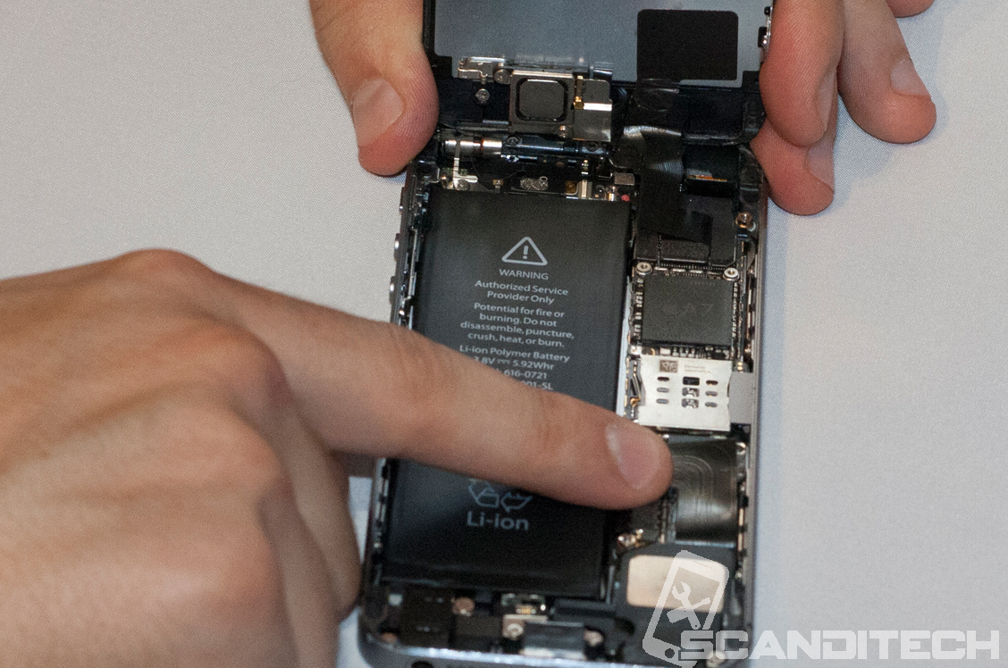 iPhone 5S/5C battery replacement guide - reinstalling battery metal cover