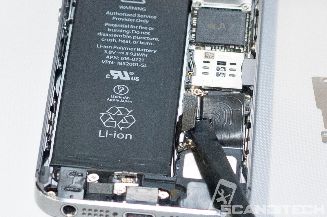 iPhone 5S/5C battery replacement guide -  Battery connector removal - 2