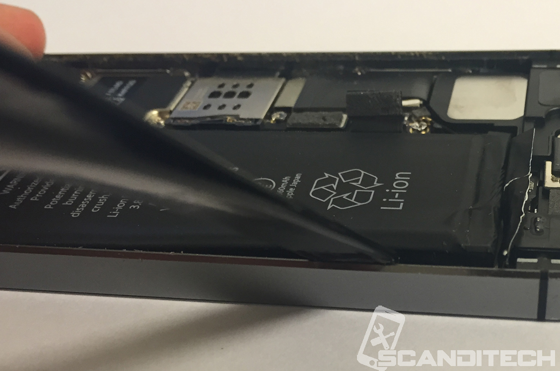 iPhone 5S/5C battery replacement guide - Recommended battery removal -1