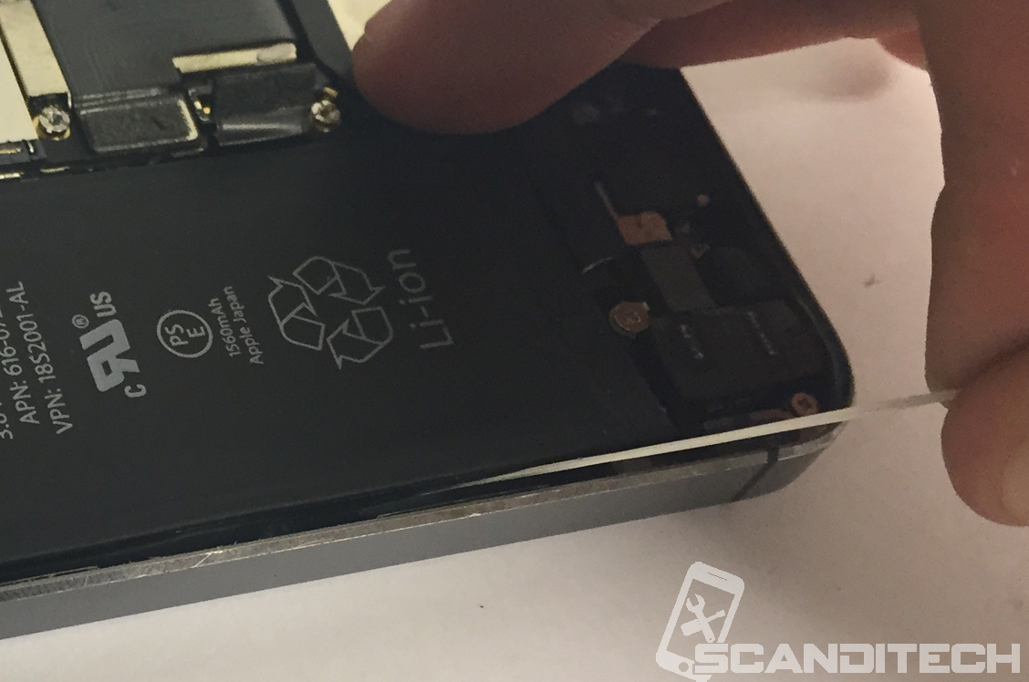 iPhone 5S/5C battery replacement guide - Recommended battery removal -4
