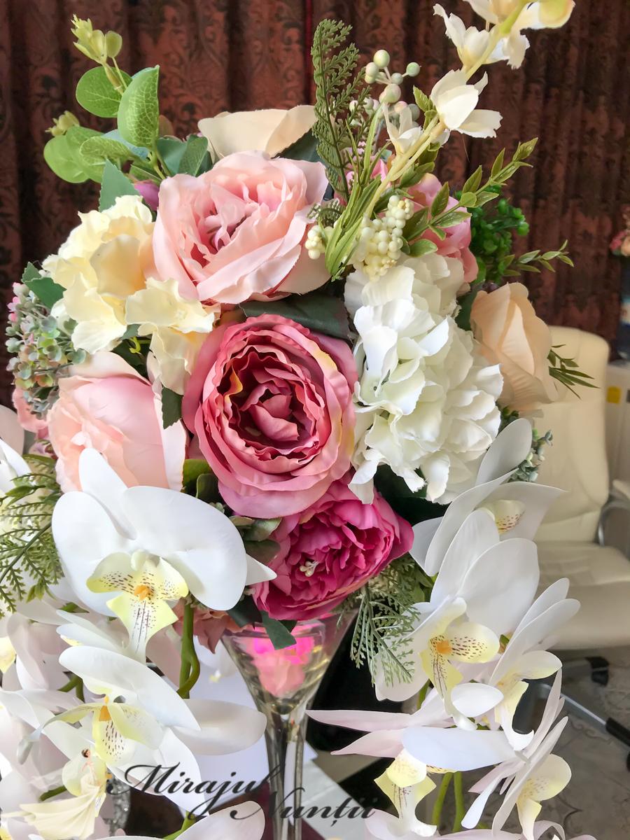 aranjamente florale in vaze martinii