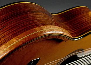 Armrest collé avec du double face sur la guitare
