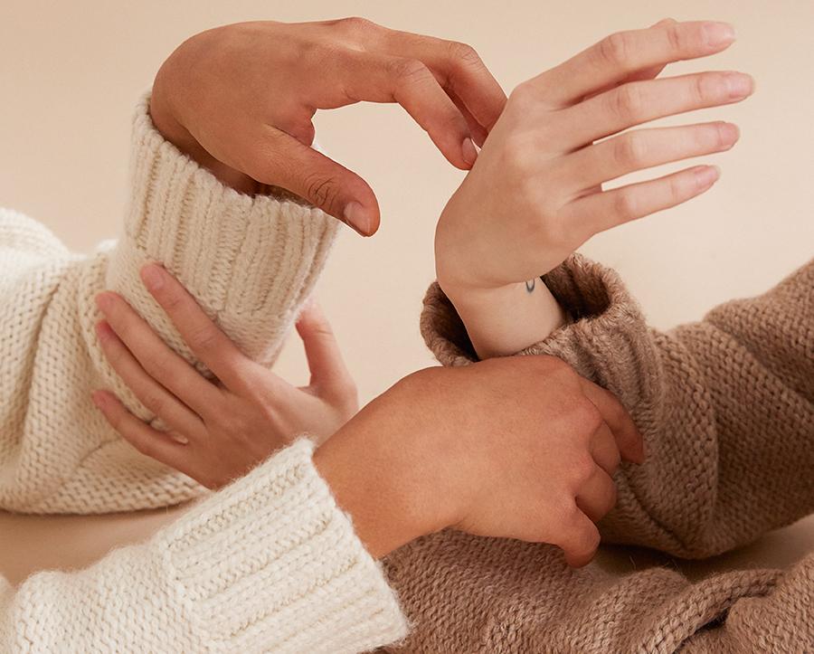 Systeme De Valeurs Hands Close Up Bienville Sweater