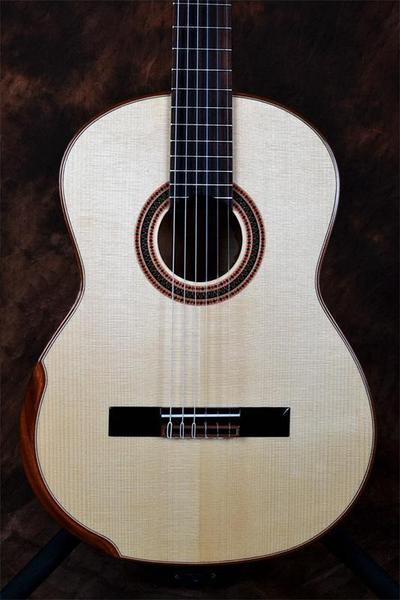 Guitare classique avec armrest faite main