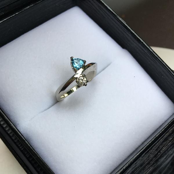 Custom made engagement ring mobious bandring