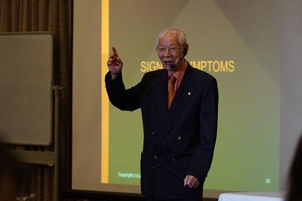 Dr Lu teaching signs and symptoms
