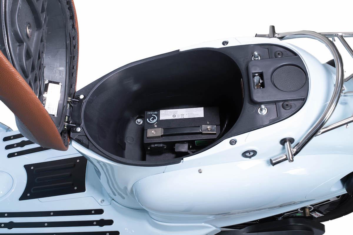 minimoto. E-Kolibri - Elektroroller - Detailansicht Helmfach