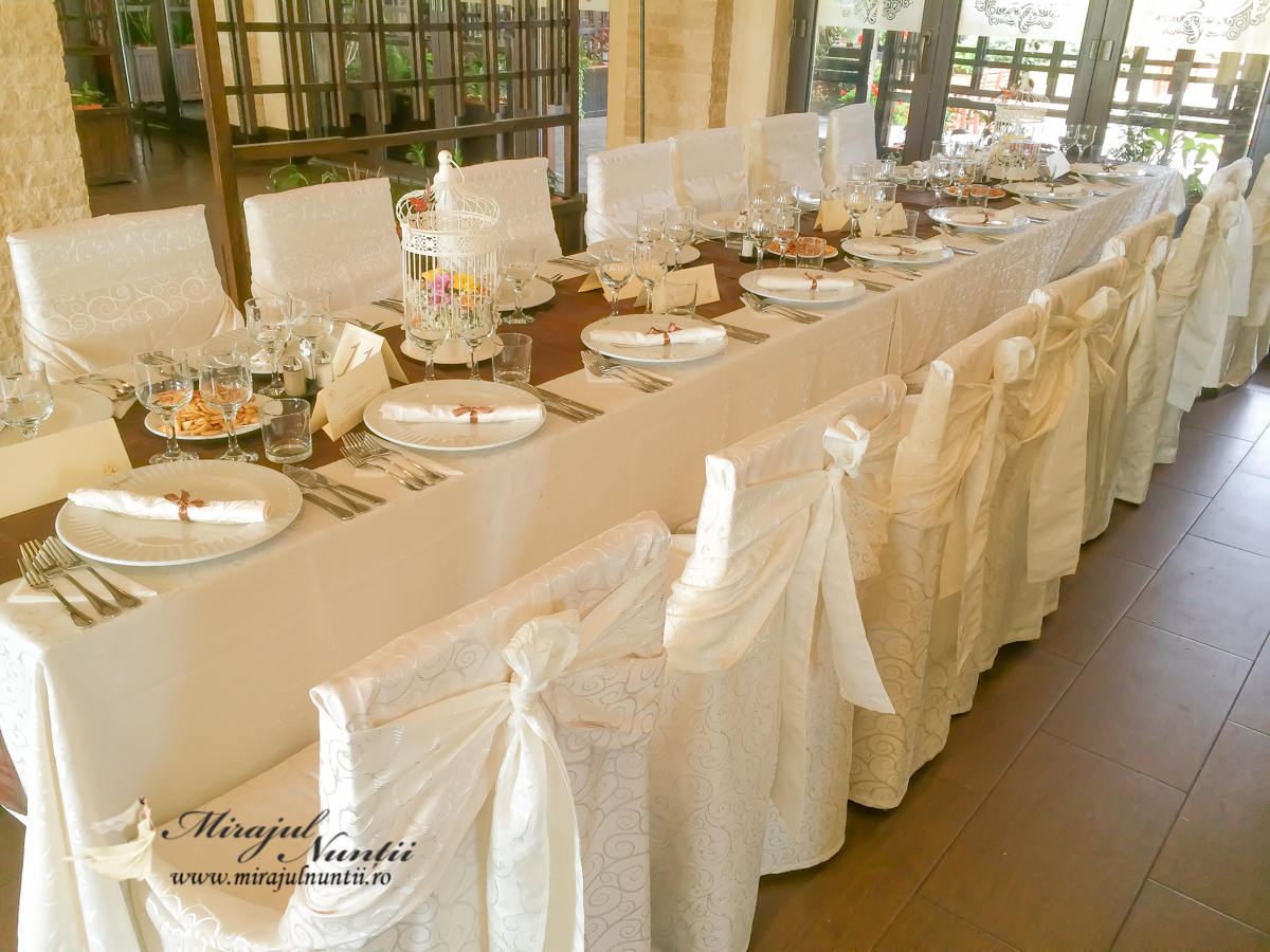 huse scaune brocart ivoire Targoviste