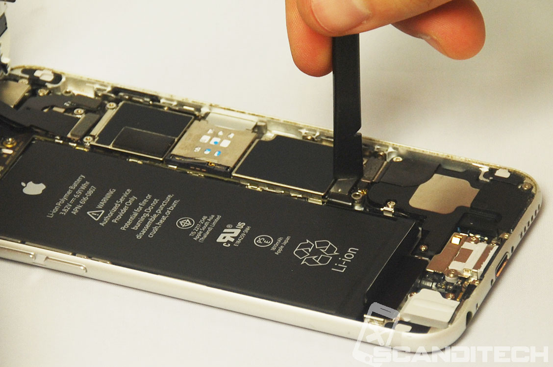 iPhone 6/6+ battery replacement guide - Reconnecting battery connector