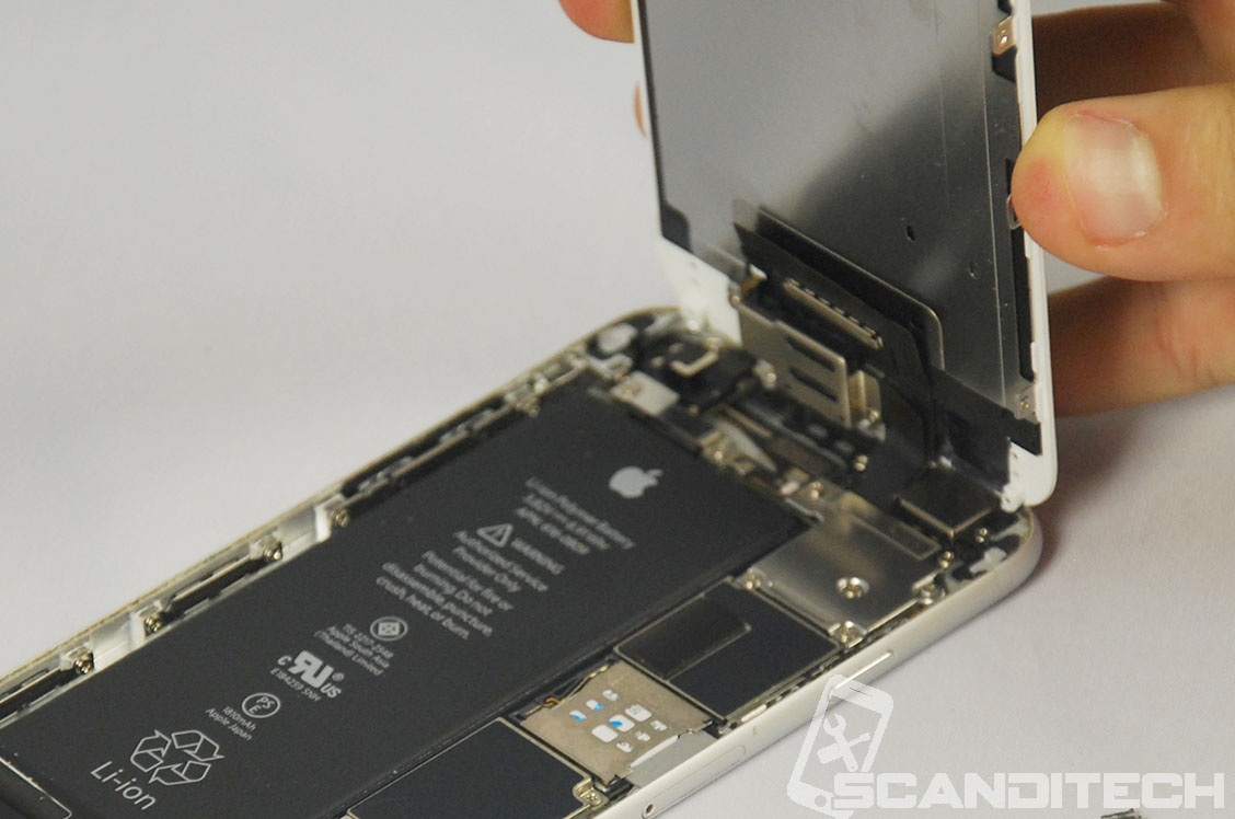 iPhone 6/6+ battery replacement guide - Lifting the screen.