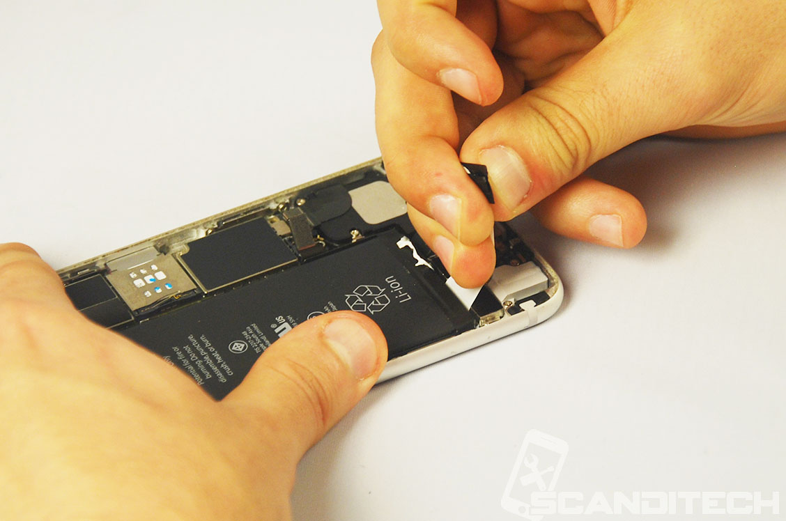 iPhone 6/6+ battery replacement guide - Removing adhesives - 7