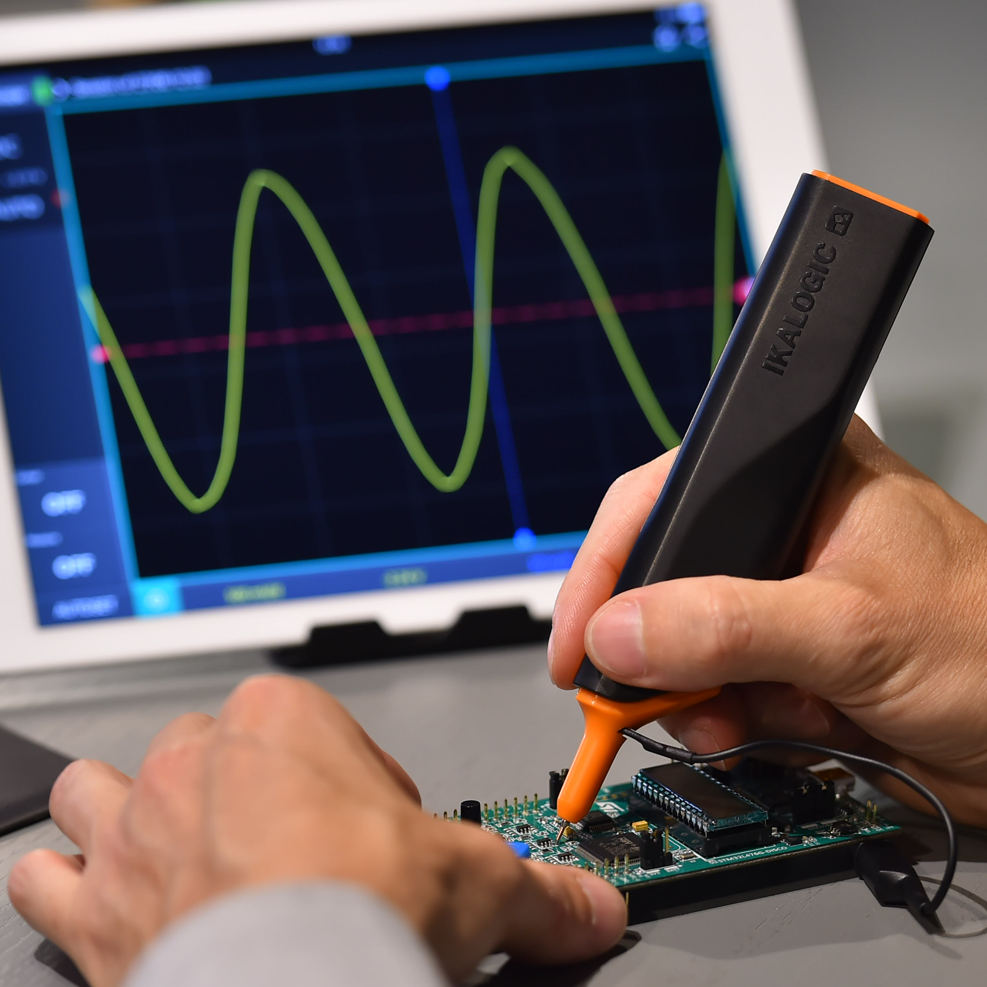 Wireless oscilloscope probe