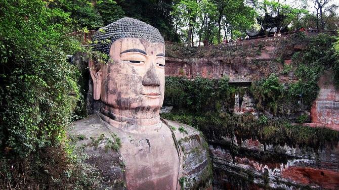 Chinese Buddhist art: giant Buddha statue, Leshan Giant Buddha