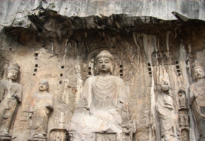 Chinese Buddhist art: Buddha statue in Yungang Grottoes