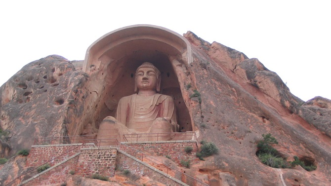 Chinese Buddhist art: Buddha statue in Xumishan Grottoes