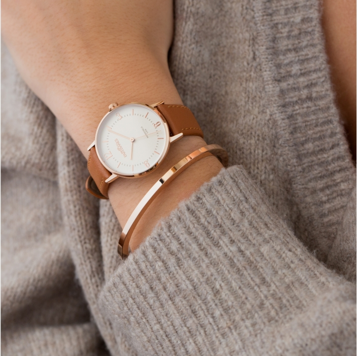 woman watch in gold