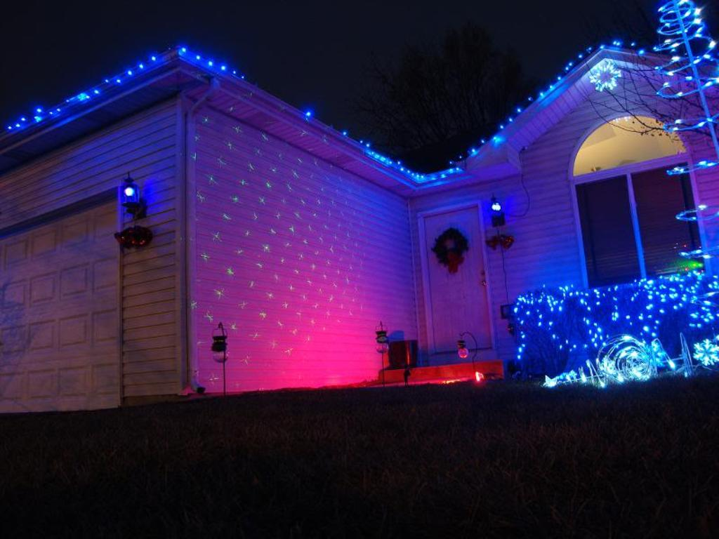 Christmas Laser Light on House Green and Red Laser