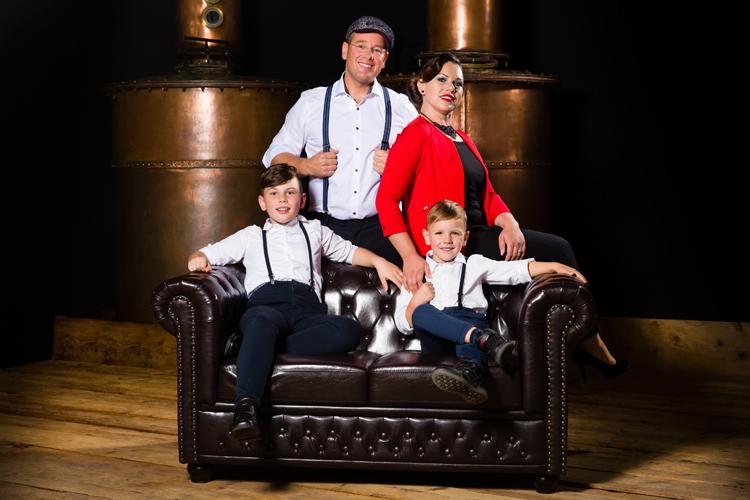 Familienbetrieb Traub Destillateur Destillateurmeister Brennmeister Chesterfield Sofa