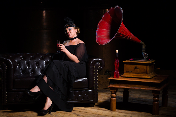 Likör Genuss Goldene Zwanziger Grammophon Chesterfield-Sofa