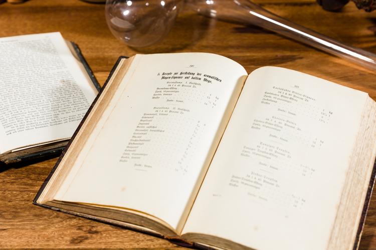 Traditionelle Rezeptbücher Likör