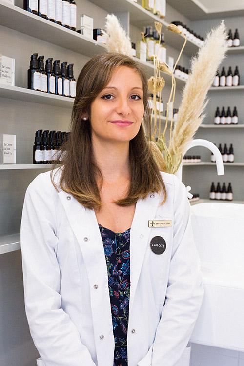 Mélanie - Dr en pharmacie au laboratoire cosmétique Laboté