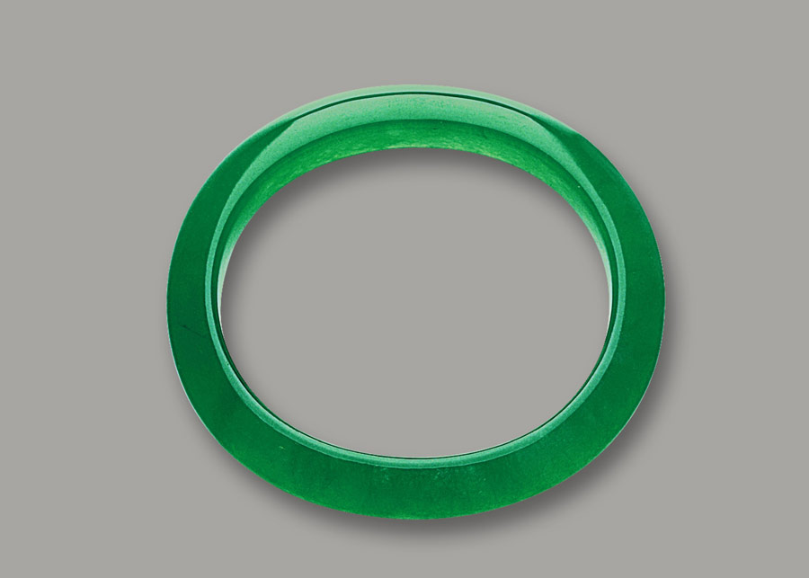 Oval shaped nobel consort's jade bangle