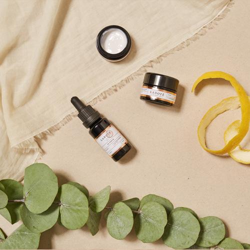 L'huile naturelle pour se nettoyer et démaquiller la peau