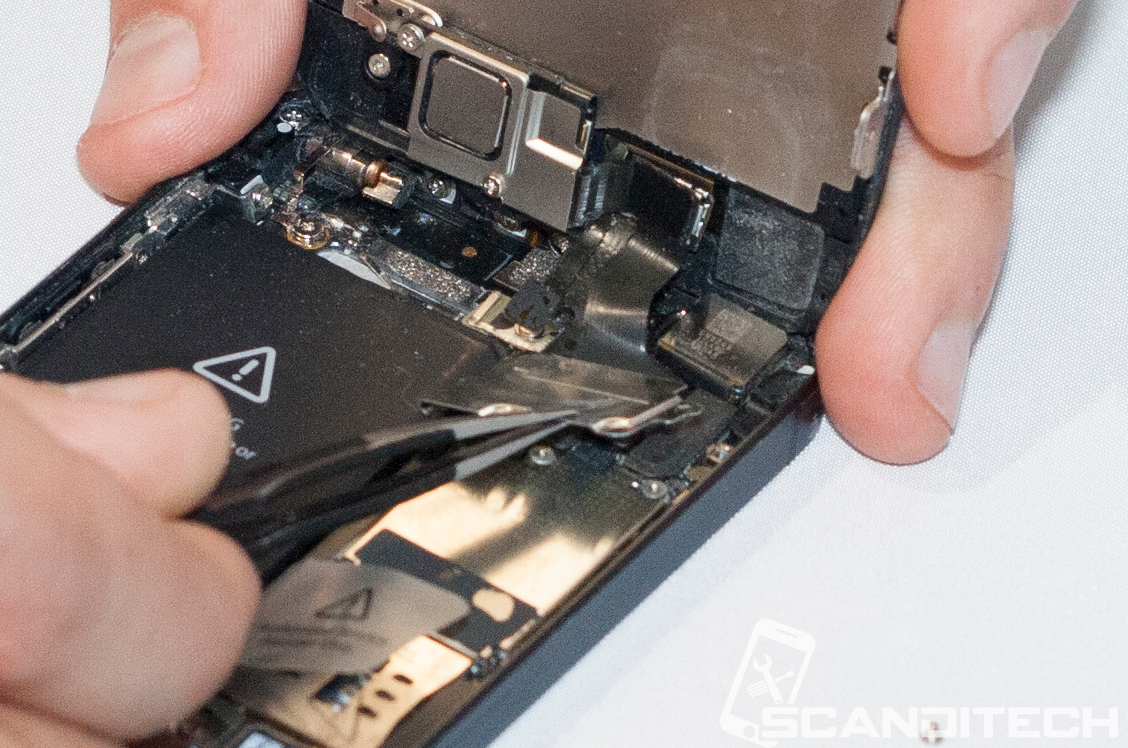 iPhone 5 battery replacement guide - Removing the screen cable cover..