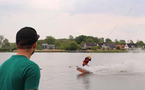 wakeboarden als bedrijfsuitje in groningen