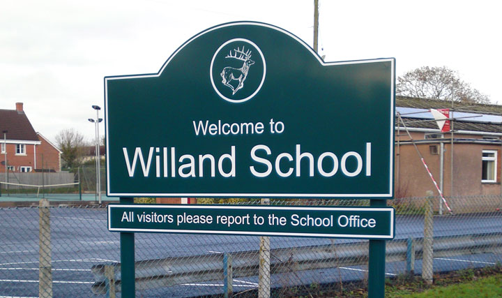 School Post Mounted Sign